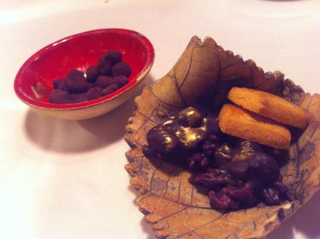 Rocas de chocolate y arroz  y maiz crujiente con chocolate negro