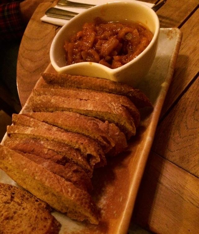 Caponata y pan crujiente